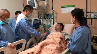 苗栗員警執勤心肌梗塞救回 徐國勇探視慰勉