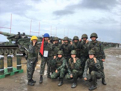 反登陸作戰演練 女砲班上場完成任務