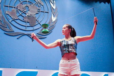 台灣女孩躍聯合國舞台 雙色扯鈴有意涵