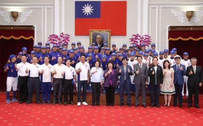 小馬聯盟台灣三冠王 總統讚世界第一等