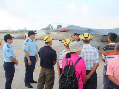 推廣全民國防 澎湖居民參訪空軍馬公基地