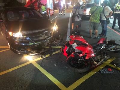 木球選手賽前出車禍 卡保時捷車底骨折