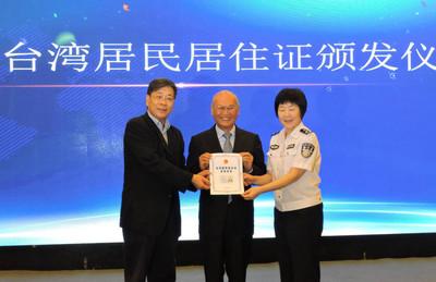 陸方求績效趕工台居證  上海首發30張