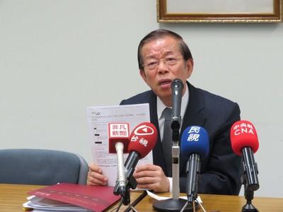 留言兩成來自中國 謝長廷不談進退問題