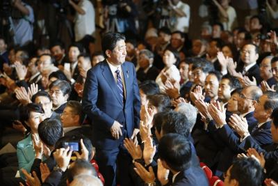 安倍晉三3度連任自民黨黨魁 穩坐首相大位