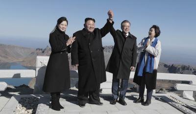 南北韓層峰登上白頭山 看天池