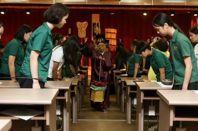 孔廟於北一女首辦開學始業禮 孔垂長出席
