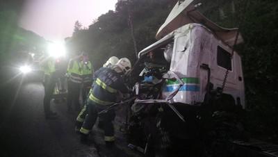 國道3號關西路段車禍 聯結車翻覆駕駛亡