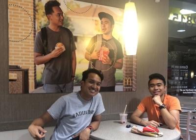 亞裔男惡作劇  麥當勞不以為意反給獎賞