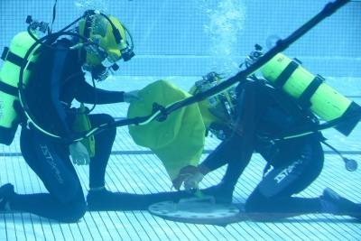 同伴繩如摩斯密碼 水下作業大隊靠它傳訊求救