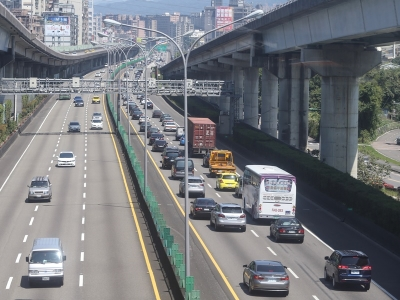 收假日上午國道大致順暢 午後多路段恐塞車