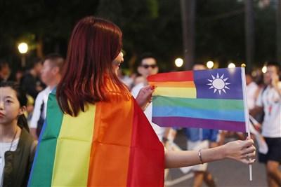 早安世界:同婚專法草案政院拍板 立院通過後5/24實施