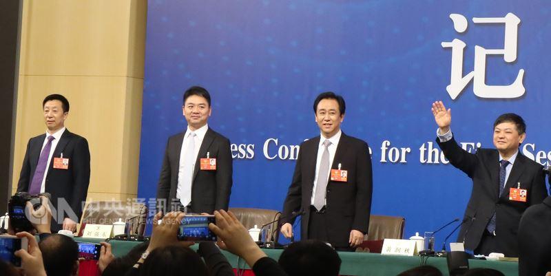 5百億美元對話 許家印劉強東政協記者會同台