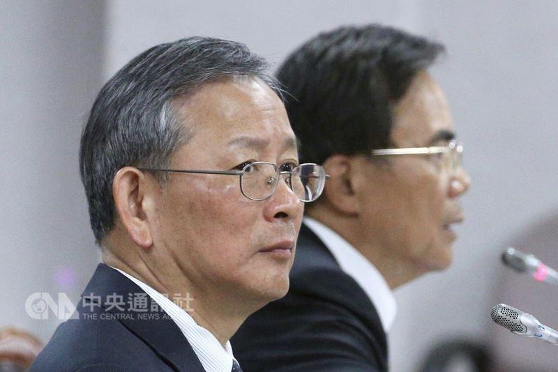 司法院秘書長呂太郎(前)12日在立法院接受立委質詢時表示,前北高行法官陳鴻斌被控與助理有異常互動案遭處罰款,不符合社會期待。中央社記者吳翊寧攝 107年3月12日