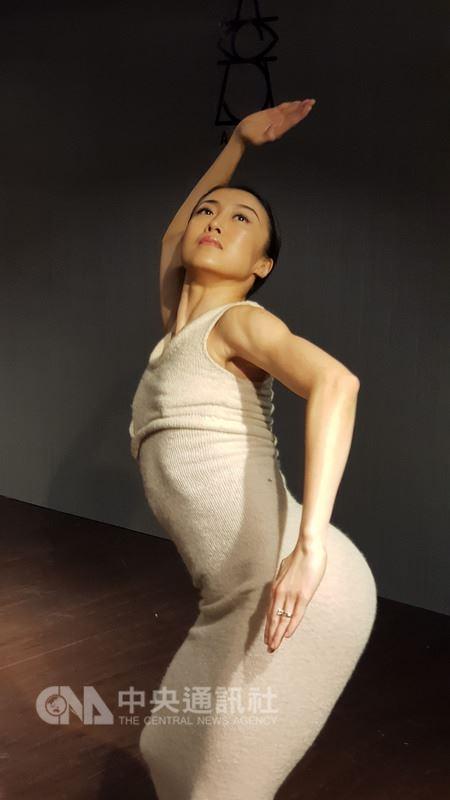 舞蹈家瑪莎葛蘭姆的獨舞「狂喜」失傳超過80年,瑪莎葛蘭姆首席舞者簡珮如(圖)與編舞家米辛透過照片模擬動作,重建出5分鐘的獨舞「狂喜再現」。中央社記者鄭景雯攝 107年3月12日