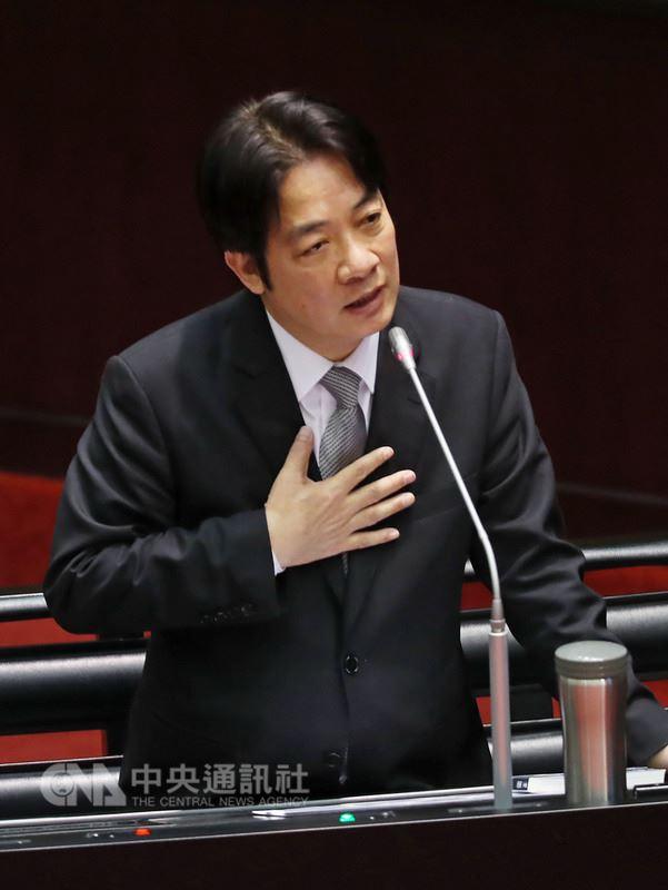 國民黨立委蔣萬安13日說,台灣社會充滿對立不安,請行政院長賴清德(圖)以最高行政首長身分表態。賴清德說,轉型正義已進入執行層次,就要依法執行,社會可以用理性態度面對,「不宜在這時候表達激烈立場」。中央社記者裴禛攝 107年3月13日