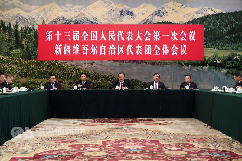 中國第13屆全國人民代表大會第一次會議13日開放媒體記者採訪新疆維吾爾自治區團組會議。圖為會議現場。中央社記者繆宗翰北京攝 107年3月13日