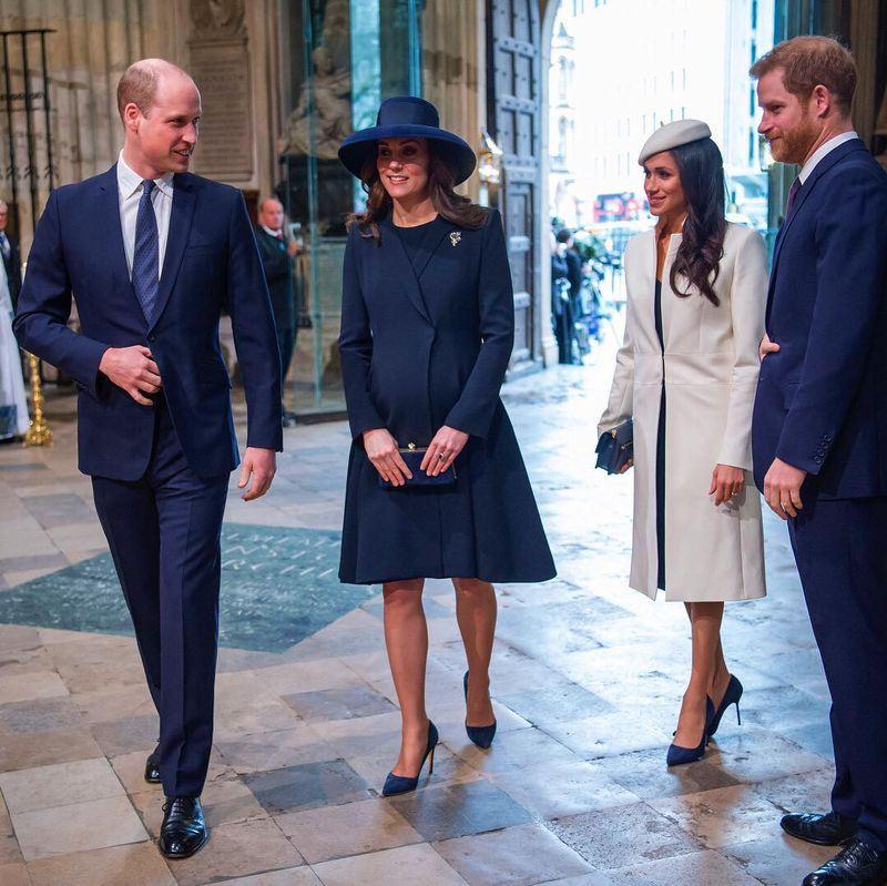 美國女星梅根馬克爾(右2)13日陪伴未婚夫哈利王子(右1)到倫敦西敏寺參加國協日慶祝活動。(圖取自The Royal Family臉書www.facebook.com/TheBritishMonarchy)