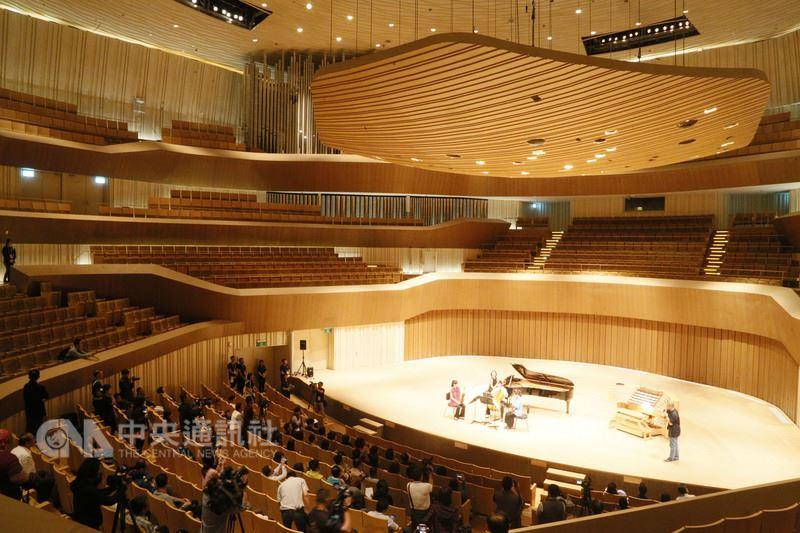 高雄衛武營國家藝術文化中心將於10月正式開幕,音樂廳採葡萄園式座席設計,可以讓全廳各席次聽眾享受絕佳聲響效果。中央社記者董俊志攝 107年3月14日