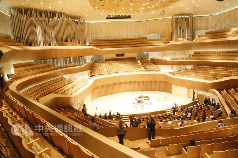 高雄衛武營國家藝術文化中心今年10月將正式開幕,最受矚目的是全台第一座採「葡萄園」式觀眾席設計的音樂廳。中央社記者董俊志攝 107年3月14日