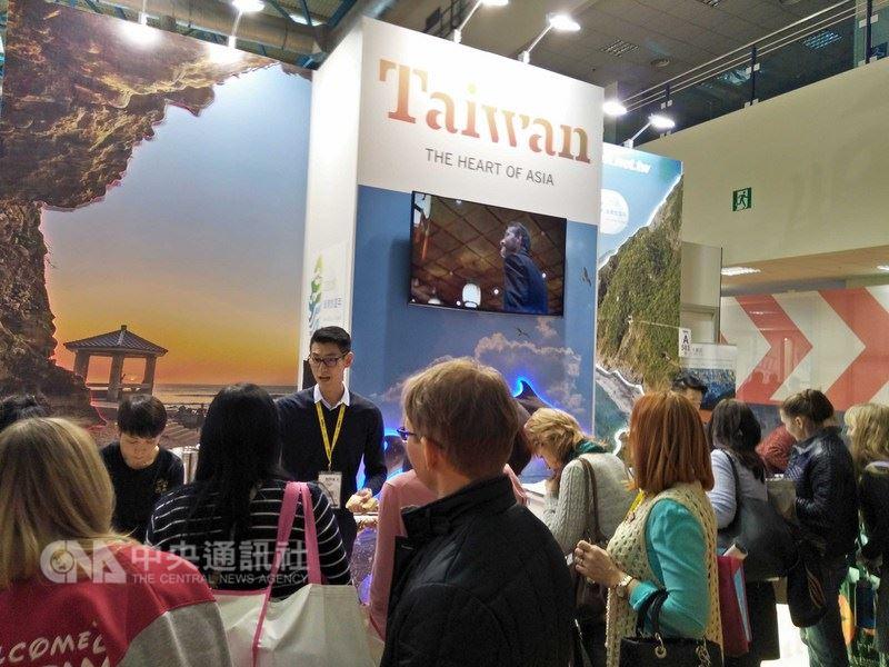 台灣多家旅行社赴莫斯科參加旅展,推廣台灣海灣旅遊。觀光局請來茶飲業者現場煮珍奶,讓俄民眾駐足嘗鮮,宣傳台灣觀光。中央社莫斯科傳真  107年3月15日