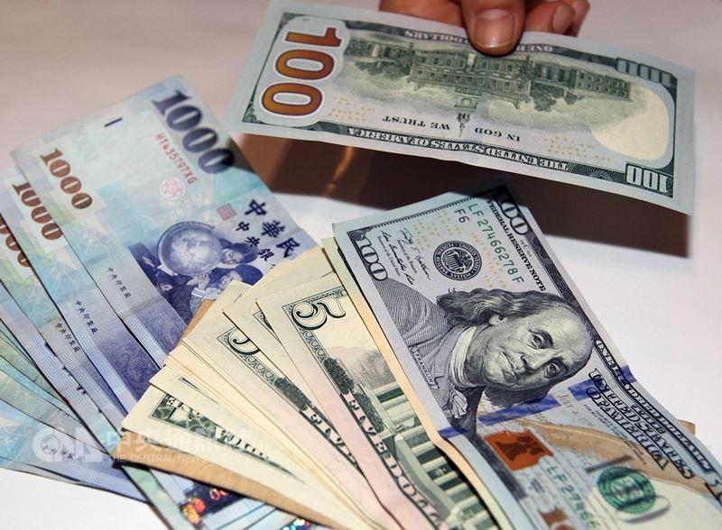 新台幣升轉貶3.1分 熱錢續測試央行底線