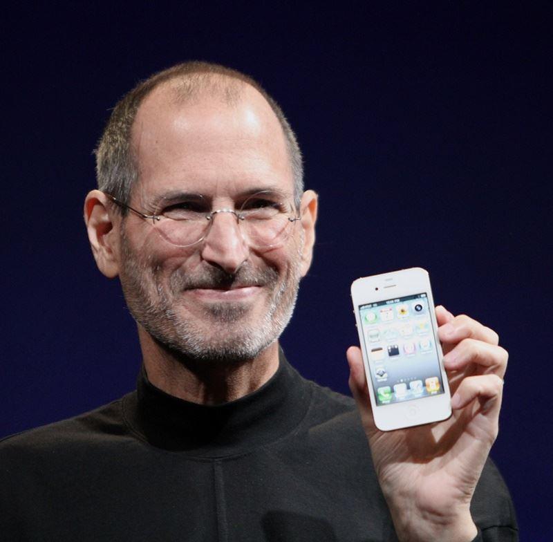 蘋果公司已故共同創辦人賈伯斯1973年填寫這份求職信,15日拍賣價已達17萬4757美元。 (圖取自維基共享資源;作者為Matthew Yohe,CC BY-SA 3.0)