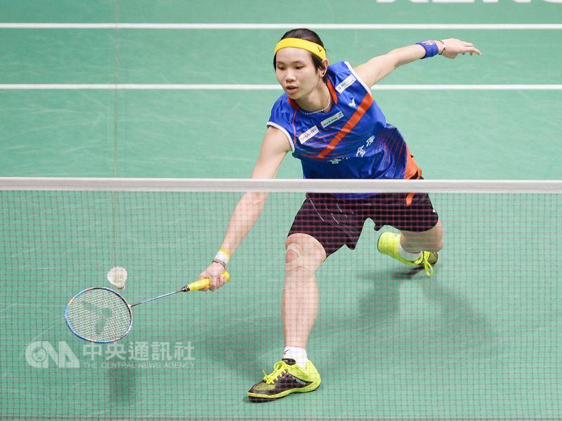 全英羽球公開賽女單決賽18日登場,台灣球后戴資穎(圖)再度展現實力,以22比20、21比13擊敗第二種子日本選手山口茜,衛冕成功。(中央社檔案照片)