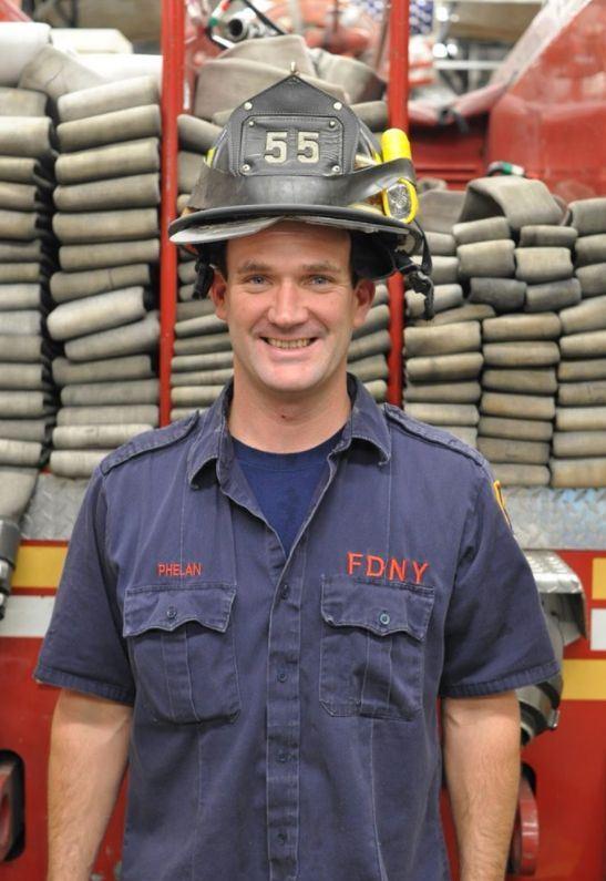 2001年紐約遭遇911恐攻時,協助數百人疏散的英雄費蘭因罹癌離世。(圖取自消防員協會推特twitter.com/ufanyc)