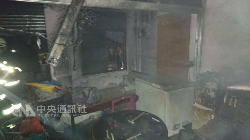 花蓮縣消防局19日晚間接獲通報,豐濱鄉靜浦271號住宅傳出火警,3人嗆傷,火勢撲滅後並發現一名3歲男童不幸身亡。(花蓮縣消防局提供)中央社記者盧太城傳真 107年3月19日
