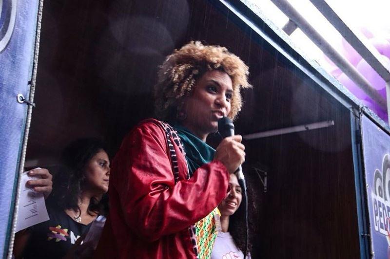 里約女市議員佛朗哥(前)14日在里約市中心遭行刑式槍殺。(圖取自佛朗哥臉書www.facebook.com)