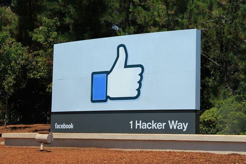 臉書按「讚」或許可能被無形洗腦。美聯社報導,一家與川普競選陣營有關的資料分析業者被控不當擷取臉書用戶個資,甚至可能經臉書默許。(圖取自Pixabay圖庫)