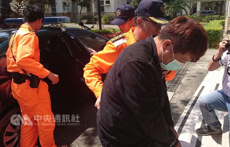 19日凌晨5名越南籍偷渡客企圖從台東海邊上岸,未料橡皮艇遭浪打翻落海,2人溺斃、3人落網。中央社記者盧太城台東攝 107年3月19日