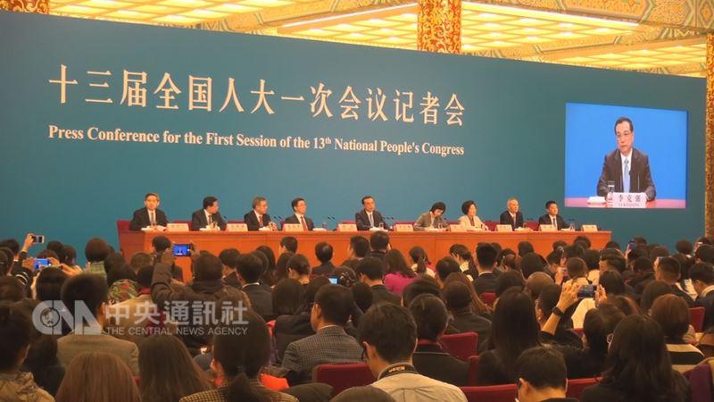 中國人大會議20日閉幕後召開記者會,由總理李克強出席回答提問,4名新任副總理列席亮相。中央社記者邱國強北京攝  107年3月20日