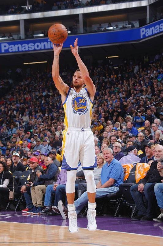 美國職籃NBA金州勇士明星後衛柯瑞有望在23日出戰亞特蘭大老鷹的比賽中歸隊。(圖取自柯瑞臉書www.facebook.com)