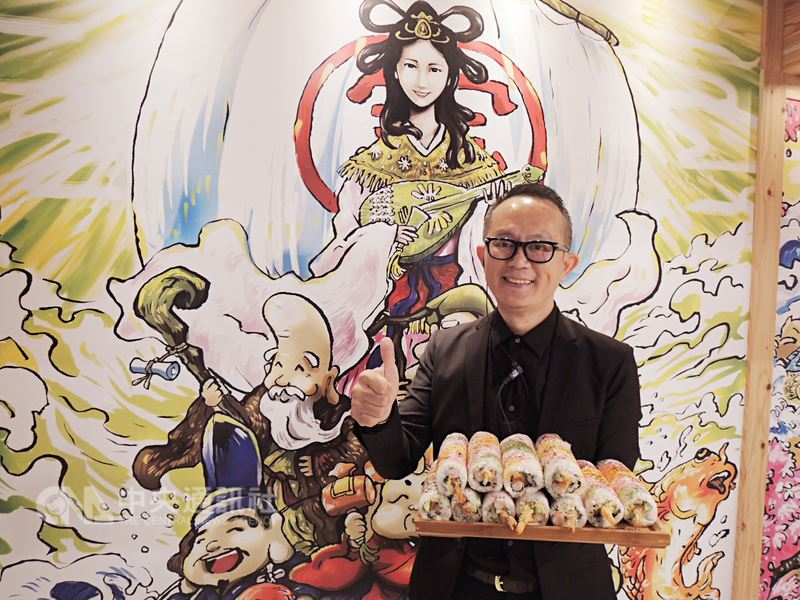 在台中市黃昏市場以鵝肉及日式料理起家的張志民進軍台中一級餐飲戰區打造旗艦餐廳,餐廳牆上有日本「七福神」浮世繪,其中一幅就是以他太太為本。中央社記者郝雪卿攝   107年3月21日