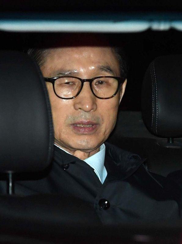 前南韓總統李明博涉貪,22日深夜遭逮捕。(韓聯社提供)