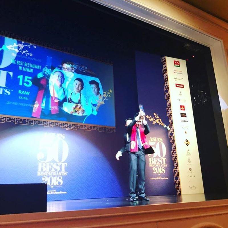 2018亞洲50最佳餐廳揭曉,由台灣名廚江振誠所開設的餐廳RAW再度進榜,名次躍升至15名。(圖取自RAW臉書www.facebook.com/rawtaipei)