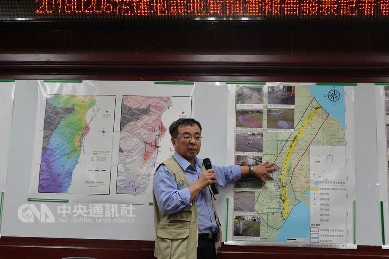 經濟部中央地質調查所31日公布「20180206花蓮地震地質調查報告」,代理所長曹恕中(圖)表示地表破裂位置在斷層地質敏感區。中央社記者孫仲達攝  107年3月31日