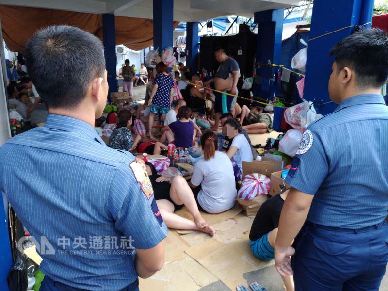 1月13日菲律賓警方查獲3處電信詐騙據點,逮捕151名兩岸嫌犯,其中78人持台灣護照,已被遣送天津。中央社記者林行健奎松市攝 107年4月6日