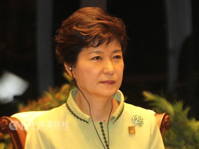 南韓前總統朴槿惠因貪汙醜聞,6日遭法院一審判處24年徒刑和180億韓元罰金。(中央社檔案照片)