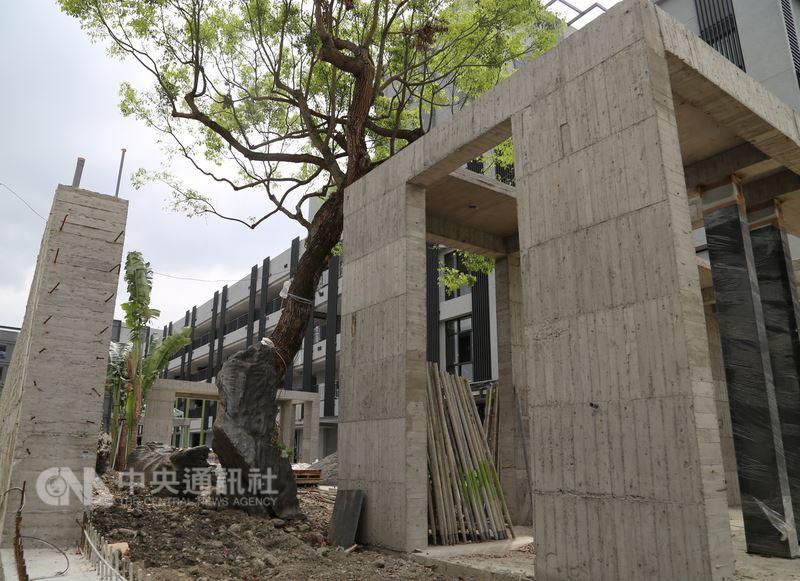 花蓮君達集團日前與新加坡知名國際酒店集團簽署合作備忘錄與技術顧問服務合作,將長年經營的香草休閒農場全部打掉,保留無毒香草為主軸,重建一座綠色環保並結合農業文創的養生健康渡假勝地。中央社記者李先鳳攝 107年4月7日