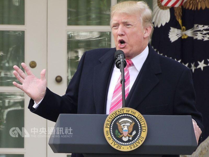 敘利亞日前傳出疑似化武攻擊,美國總統川普11日警告,華府將予回擊,還撂話「飛彈將至」。(中央社檔案照片)
