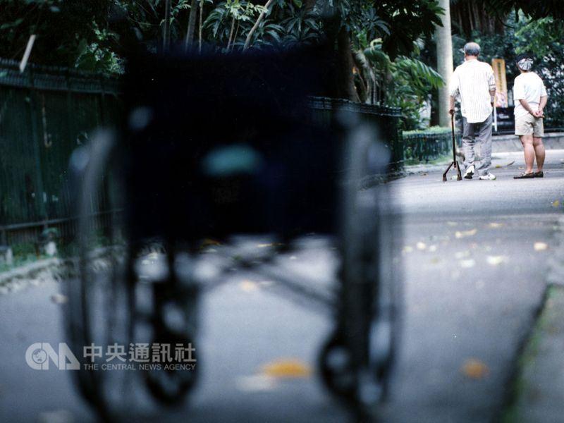 內政部表示,台灣65歲以上老年人口占總人口比率在民國107年3月底達到14.05%,正式邁入「高齡社會」。(中央社檔案照片)