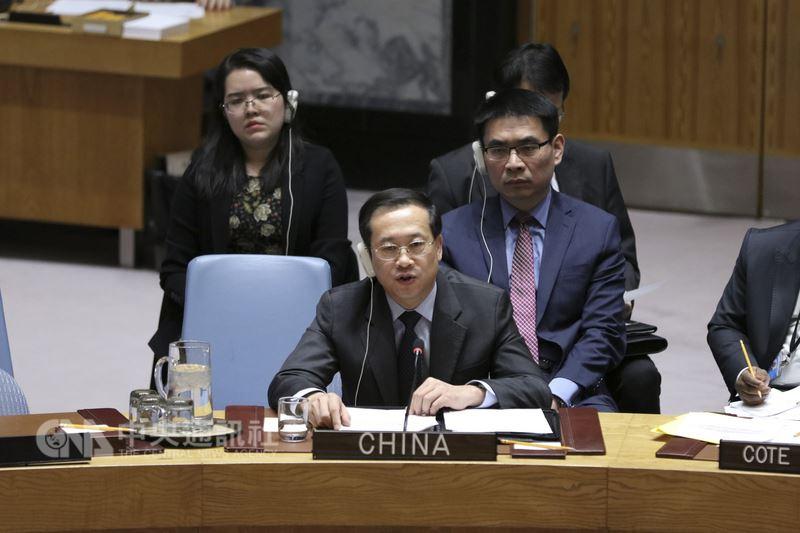 13日舉行的聯合國安理會上,中國常駐聯合國代表馬朝旭(中)強調,軍事手段解決不了敘利亞問題,政治解決才是敘利亞問題唯一出路。(中新社提供)中央社 107年4月14日