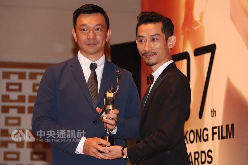 台灣電影「大佛普拉斯」奪得37屆香港電影金像獎最佳兩岸華語片,導演黃信堯(左)和演員陳竹昇(右)感謝香港觀眾支持,對得獎表示意外。中央社記者張謙香港攝  107年4月15日