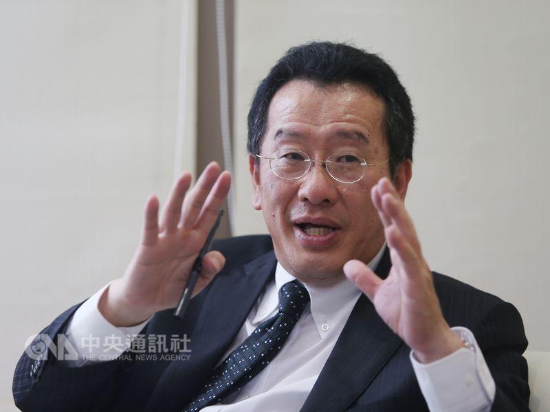 中國大陸宣布金融開放,金管會主委顧立雄在接受中央社專訪時表示歡迎,但也特別提醒台灣金融業,雞蛋不要放在同個菜籃裡。中央社記者徐肇昌攝 107年4月15日