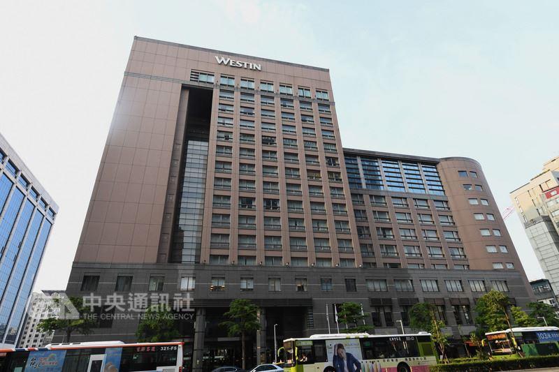 六福皇宮日前宣布將於年底熄燈,針對500多名的員工去留,六福旅遊集團表示,細節最晚於6月出爐。(中央社檔案照片)