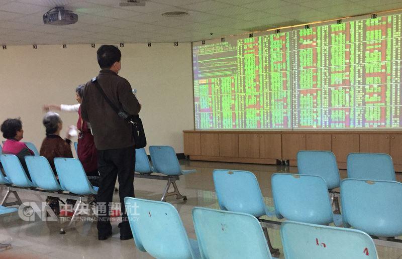 台北股市17日直直落,收盤下跌144.1點,為10810.45點,跌幅1.32%,成交金額新台幣1524.25億元。中央社記者董俊志攝 107年4月17日