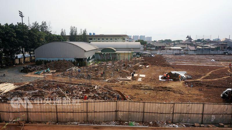 2018雅加達亞運棒球比賽有2處場地,其中一座球場位在拉瓦曼根(Rawamangun)地區,上個月才開始動工,預計將在7月底完工。中央社記者龍柏安攝  107年4月17日
